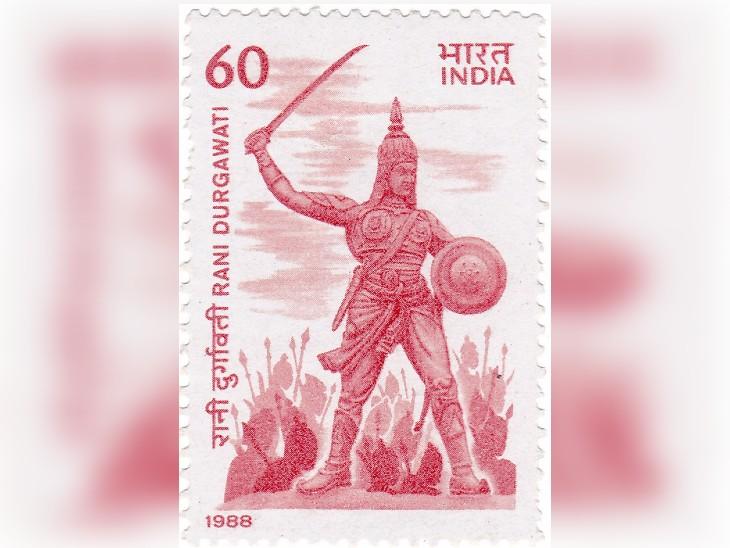 1988 में भारत सरकार ने रानी दुर्गावती के सम्मान में एक डाक टिकट जारी किया था।