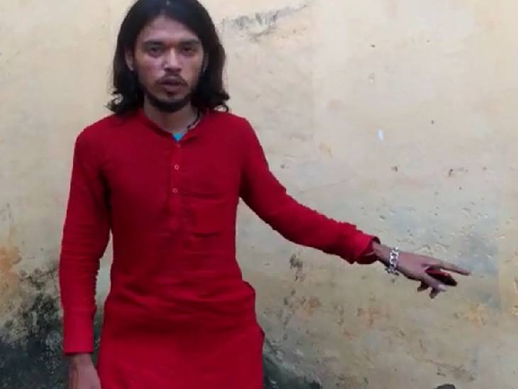 जेल से छूटकर आए मंदिर के पूर्व पुजारी ने कहा- दबंगों ने मुझे मारा, पहले फर्जी केस दर्ज करवाने के चलते हुए थे गिरफ्तार गोंडा,Gonda - Dainik Bhaskar