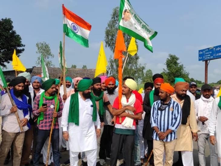 प्रदर्शन करने पहुंचे किसान अजय मिश्र के पिछले बयान से भी नाराज थे।