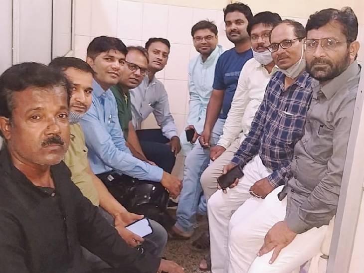 सुल्तानपुर में पुरानी पेंशन बहाली की मांग को लेकर निकाली जाएगी रैली, बैठक कर बनाई गई रणनीति सुलतानपुर,Sultanpur - Dainik Bhaskar