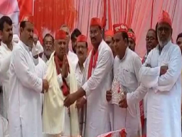 कहा- मुख्यमंत्री प्रदेश में जहर घोल रहे हैं, किसान और नौजावनों की समस्याओं पर ध्यान नहीं दे रहे कौशांबी,Kaushambi - Dainik Bhaskar