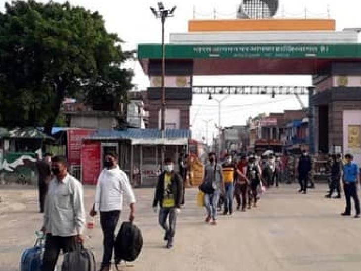 18 महीने बाद शर्तों के साथ महाराजगंज से नेपाल जाने की मिली अनुमति, निगेटिव कोविड रिपोर्ट दिखाने पर ही मिल रही एंट्री|महराजगंज,Maharajganj - Dainik Bhaskar
