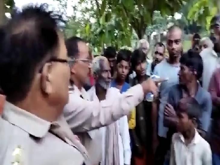 कच्चा मकान गिरने से 5 लोग दबे, पहले भी हो चुकी है 2 लोगों की मौत|चंदौली,Chandauli - Dainik Bhaskar