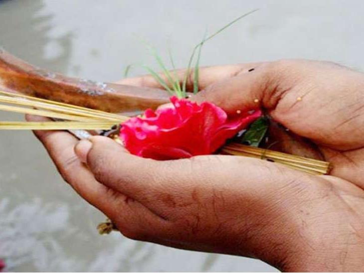 सर्वपितृ मोक्ष अमावस्या से जुड़ी है पितृ अमावसु की कथा, इस तिथि पर किए जाते हैं सभी पितरों के लिए श्राद्ध कर्म|धर्म,Dharm - Dainik Bhaskar