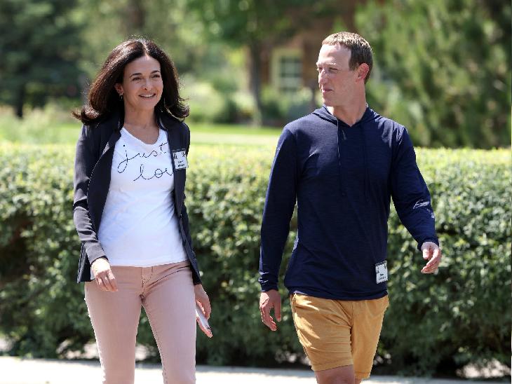 जुलाई में एक कार्यक्रम में फेसबुक की सीईओ शेरिल सेंडबर्ग और कंपनी के प्रमुख मार्क जकरबर्ग। - Dainik Bhaskar