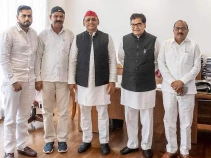 जिस नेता ने कभी मायावती को साइकिल पर बैठाकर कराईं थीं सभाएं, उसने आज बसपा छोड़ सपा का दामन थामा|संभल,Sambhal - Dainik Bhaskar