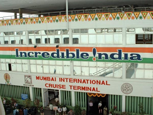 मुंबई में इंटरनेशनल क्रूज टर्मिनल से रवाना हुआ था क्रूज। यात्रियों के सामान की जांच क्रूज कंपनी नहीं करती। यह जिम्मेदारी CISF और पोर्ट ट्रस्ट के सुरक्षा अधिकारियों की रहती है।