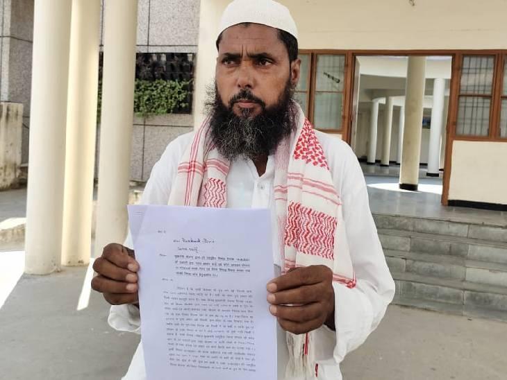 5 युवकों का आधार कार्ड लगाकर कराई गई शादी, अधिकारियों ने नहीं की कार्रवाई तो डीएम से की शिकायत|बदायूं,Badaun - Dainik Bhaskar
