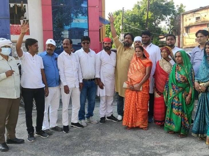 यूनिपोल और होर्डिंग के टेंडर में भ्रष्टाचार, 2 साल से बिना टेंडर के चल रहा खेल; 1.5 करोड़ के राजस्व की क्षति जौनपुर,Jaunpur - Dainik Bhaskar