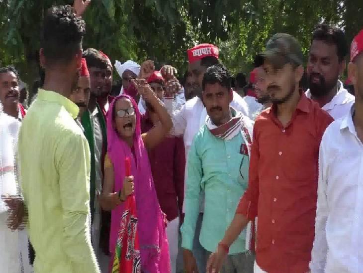 किसानों ने जिला मुख्यालय से निकाला जुलूस, सपा जिला इकाई ने दिया धरना, फूंका जगह-जगह सीएम का पुतला कौशांबी,Kaushambi - Dainik Bhaskar