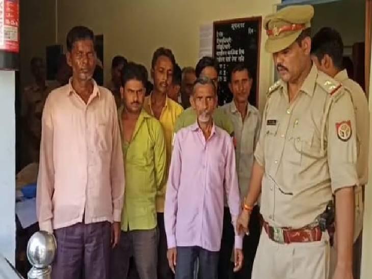 पुलिस ने आरोपियों के पास से 11 हजार रुपए की नगदी की बरामद, जुएं की 5 पर्ची भी मिली|कासगंज,Kasganj - Dainik Bhaskar