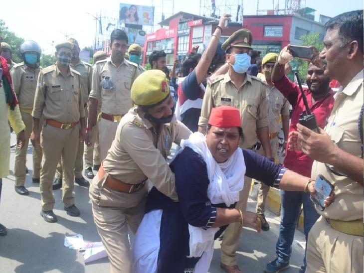 विरोध में सड़कों पर उतरे सपाई, उग्र प्रदर्शन के दौरान पुलिस ने किया गिरफ्तार|प्रयागराज (इलाहाबाद),Prayagraj (Allahabad) - Dainik Bhaskar
