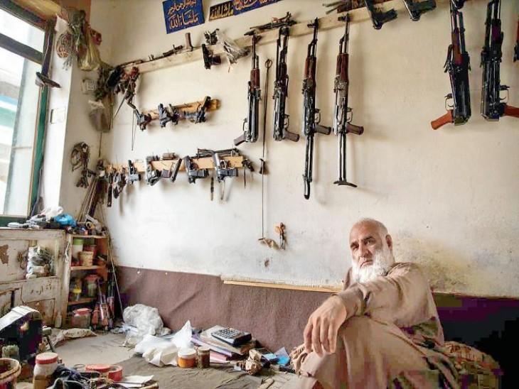 पाक-अफगान बॉर्डर पर लगने लगा हथियारों का 'बुश बाजार', दशकों के बाद हथियारों के तस्करों का धंधा इतना तेज विदेश,International - Dainik Bhaskar