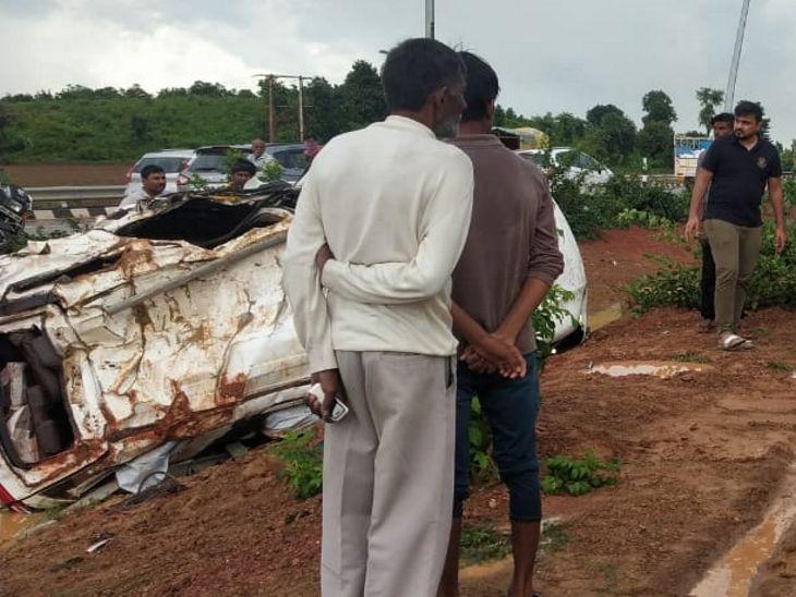 जबलपुर से प्रयागराज जा रही कार स्लीमनाबाद के पास पलटी, 6 घायल, एक की हालत गंभीर|सतना,Satna - Dainik Bhaskar