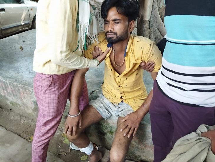सहारनपुर में दबंगों ने पेड़ से बांधकर युवक को चोरी के शक में पीटा, भीम आर्मी ने पुलिस अफसरों से कार्रवाई की मांग की|सहारनपुर,Saharanpur - Dainik Bhaskar