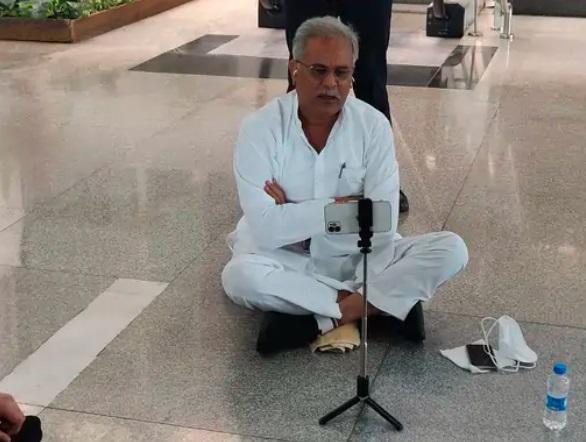 छग CM ने 3 घंटे तक एयरपोर्ट पर धरना दिया, गिरफ्तारी की चुनौती भी दी; नहीं माने अफसर, वापस दिल्ली गए|रायपुर,Raipur - Dainik Bhaskar