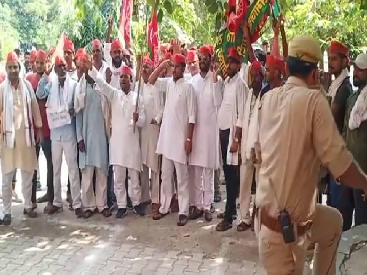 सपा कार्यकर्ताओं ने कहा- किसानों की हत्या आशीष मिश्रा ने की, उसको फांसी पर चढ़ा दो|बागपत,Baghpat - Dainik Bhaskar