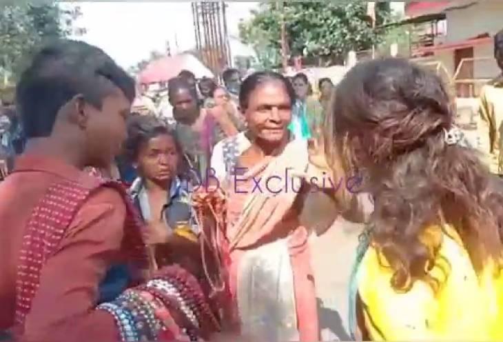 श्रद्धालुओं से मिलने वाले पैसे को लेकर भिड़े पारदी गैंग के भिखारी; कलेक्टर बोले- मंदिर के सामने ये सब नहीं चलेगा, कार्रवाई करेंगे|उज्जैन,Ujjain - Dainik Bhaskar