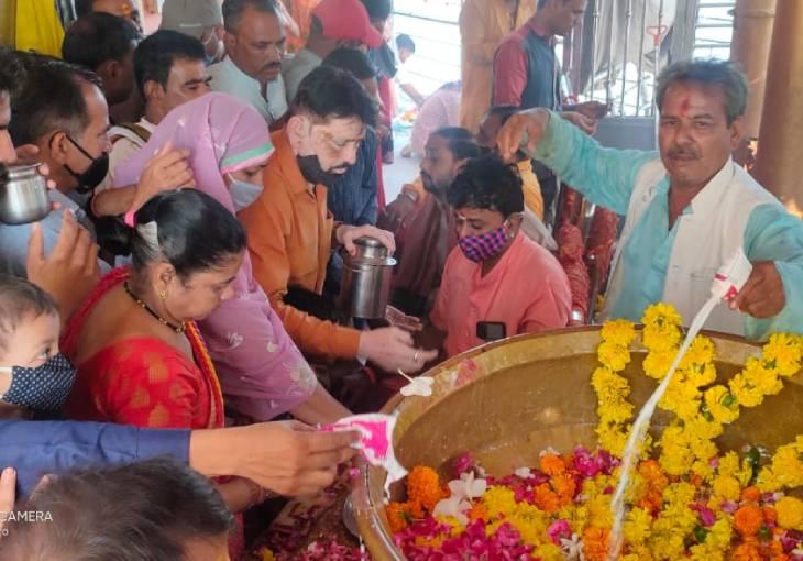 उज्जैन के सिद्धवट और गयाकोठा पर तर्पण-श्राद्ध के लिए श्रद्धालुओं की भारी भीड़ जुटी|उज्जैन,Ujjain - Dainik Bhaskar