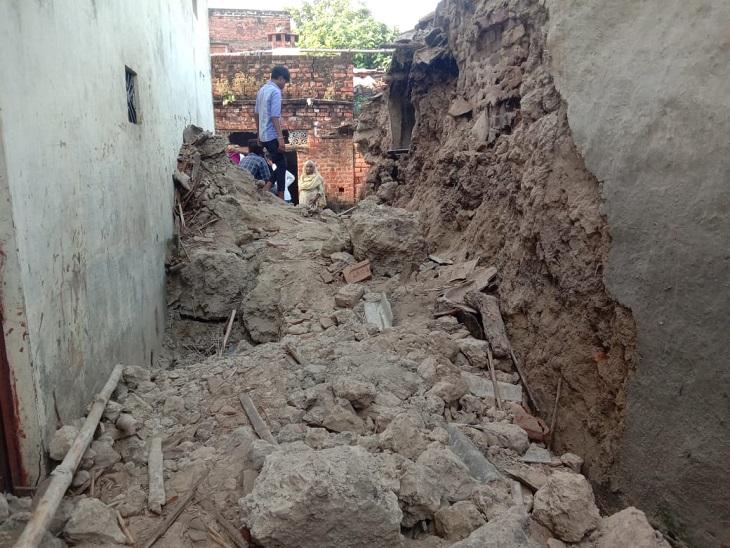 कच्चे मकान की दीवार गिरने से हुआ हादसा, जुड़वा भाई का रो-रोकर बुरा हाल|आजमगढ़,Azamgarh - Dainik Bhaskar