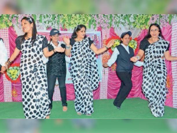 बॉलीवुड थीम में एक्ट्रेस बनी महिलाओं ने मचाई धूम, कोई बनी जीनत तो कोई मुमताज बारां,Baran - Dainik Bhaskar