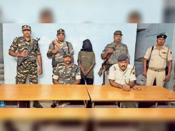 रेंजर वीर बहादुर हत्याकांड का आरोपी नक्सली राजेंद्र चेरो छापेमारी में गिरफ्तार|डेहरी,Dehri - Dainik Bhaskar