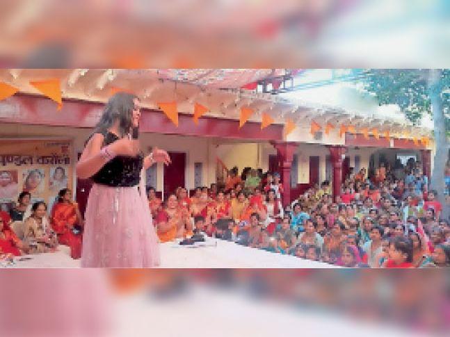 करौली।अग्रसेन जयंती पर नृत्य प्रस्तुत करती बालिका। - Dainik Bhaskar