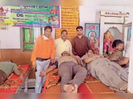कुड़गांव|अग्रवाल समाज के शिविर में पति-पत्नी ने किया एक साथ रक्तदान। - Dainik Bhaskar