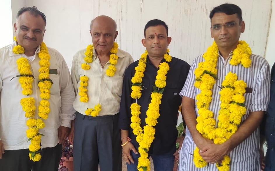 दिलीप कुमार दवे अध्यक्ष और मनीष देव जोशी बने सचिव, पूर्व अध्यक्ष और सचिव ने बनाई दूरी, फोन पर दिया था न्योता बांसवाड़ा,Banswara - Dainik Bhaskar