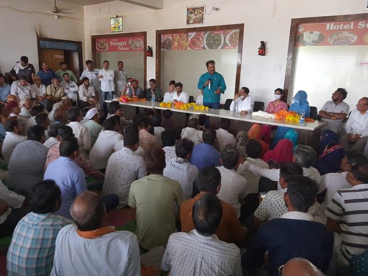 प्रताप सिंह खाचरियावास की बैठक से प्रीति शक्तावत को टिकट मिलने का मैसेज, भटेवर में खाचरियावास ने कार्यकर्ताओं की बैठक ली,|उदयपुर,Udaipur - Dainik Bhaskar