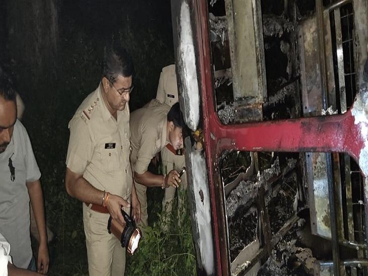 दिल्ली नेशनल हाईवे पर सड़क किनारे पलटी रोडवेज बस, लगी भीषण आग, एक यात्री जिंदा जला|लखनऊ,Lucknow - Dainik Bhaskar