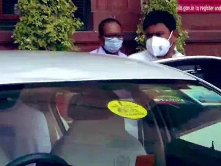 अजय मिश्र आज सुबह दिल्ली पहुंचे थे। सूत्रों के मुताबिक उन्हें केंद्र सरकार ने तलब किया था, हालांकि उन्होंने निजी काम से दिल्ली जाने की बात कही थी।