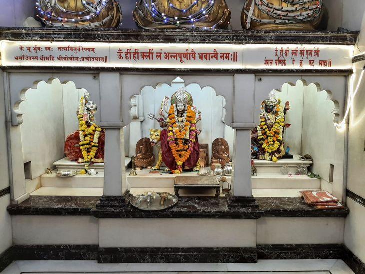 अन्नपूर्णा मंदिर में माता का 4 बार श्रृंगार किया जाएगा।