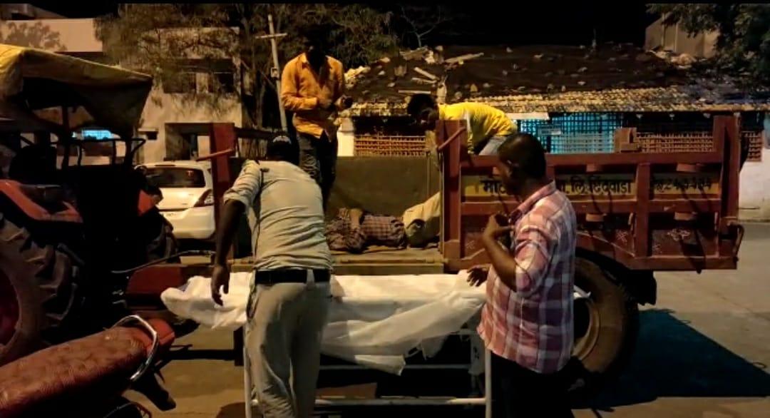 सड़क हादसे में घायल हुआ था जवान, लोगों ने एंबुलेंस को किया कॉल लेकिन आधे घंटे बाद भी नहीं मिली मदद तो ट्रैक्टर से पहुंचाया अमरवाड़ा अस्पताल|छिंदवाड़ा,Chhindwara - Dainik Bhaskar