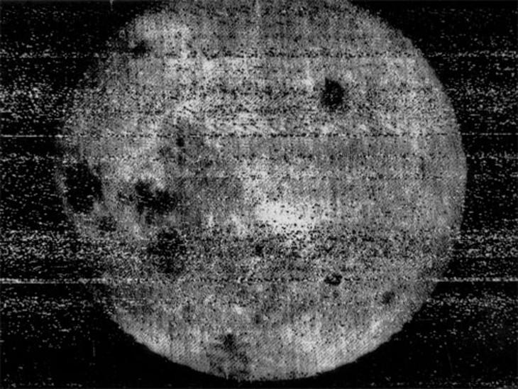 चांद के अंधेरे हिस्से की यह पहली तस्वीर थी।
