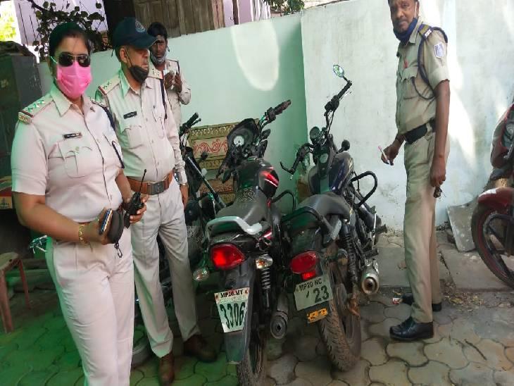 रायपुर की बस में पार्सल बुक कराकर लाए थे 19 किलो गांजा, जबलपुर की माढ़ोताल पुलिस ने दबोचा, पांच तस्कर गिरफ्तार जबलपुर,Jabalpur - Dainik Bhaskar