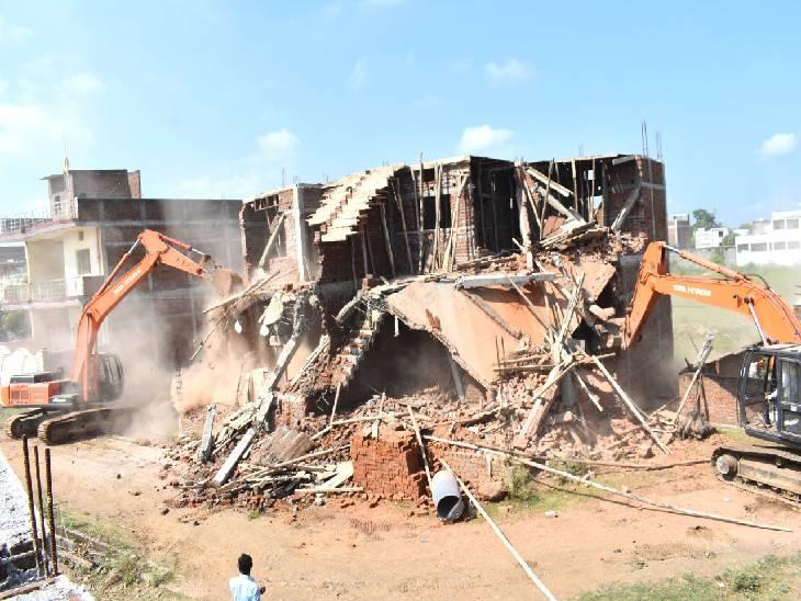 पुलिस प्रशासन ने अवैध तरीके से निर्मित दो मकान, गोदाम किए जमींदोज, 28 करोड़ की है जमीन|जबलपुर,Jabalpur - Dainik Bhaskar