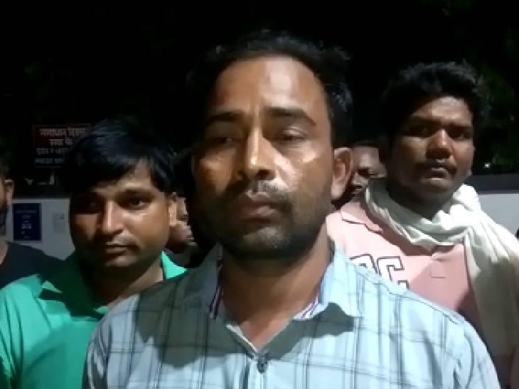 गेट और ड्राइविंग सीट पर लगी गोलियां, बाल-बाल बचा ड्राइवर; पुलिस ने शुरु किया जांच|अमेठी,Amethi - Dainik Bhaskar