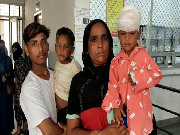 मलबे में दबे लोगों को निकाला गया बाहर, 2 की हालत गंभीर अमरोहा,Amroha - Dainik Bhaskar