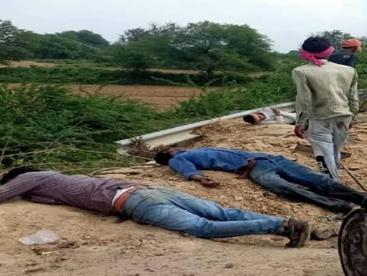 सड़क किनारे काम कर रहे थे चारों, आरोपी वाहन छोड़कर हुआ मौके से फरार जालौन,Jalaun - Dainik Bhaskar