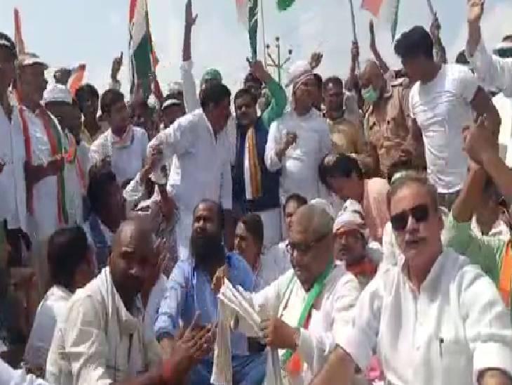 केंद्र और प्रदेश सरकार के खिलाफ की नारेबाजी, प्रियंका की रिहाई की मांग की|सिद्धार्थनगर,Siddharthnagar - Dainik Bhaskar
