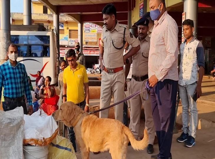 इलाके में बढ़ाई गई सुरक्षा, बस स्टैंड समेत सार्वजनिक जगहों पर जवान तैनात; सभी होटल के रजिस्टर भी चेक किए जा रहे|जगदलपुर,Jagdalpur - Dainik Bhaskar