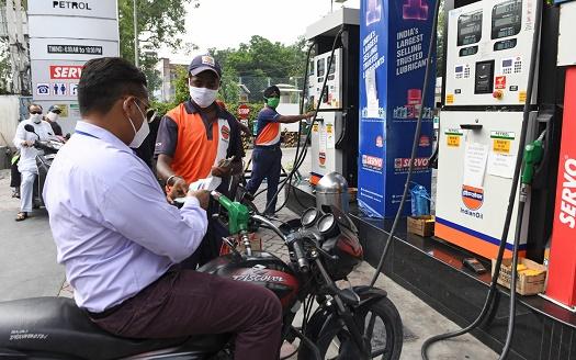 गुरुवार को तीसरे दिन फिर बढ़े पेट्रोल और डीजल के रेट, कानपुर में रिकॉर्ड स्तर पर पहुंचे पेट्रोल और डीजल, 92 रुपए के करीब पहुंचा डीजल|कानपुर,Kanpur - Dainik Bhaskar