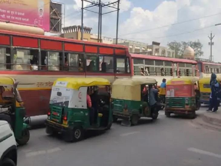 45 दिन 10 चौराहों पर दो ट्रैफिक फ्लाइंग स्क्वायड की पैनी नजर, 50 मीटर तक न ठेला और न कोई स्टैंड; पर्यटकों को होगा फील गुड आगरा,Agra - Dainik Bhaskar