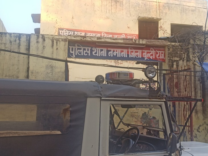 मोबाइल पर बात करते समय पैर फिसला,एक मंजिल से सड़क पर गिरा,पोस्टमार्टम के बाद भाई को सौंपा शव बूंदी,Bundi - Dainik Bhaskar