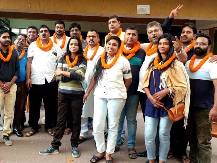 12 घंटे से भी ज्यादा समय तक चली मतों की गिनती में बार एसोसिएसन के सबसे ताकतवर महासचिव पद पर संजय विद्रोही का लगातार दूसरी बार कब्जा|रांची,Ranchi - Dainik Bhaskar