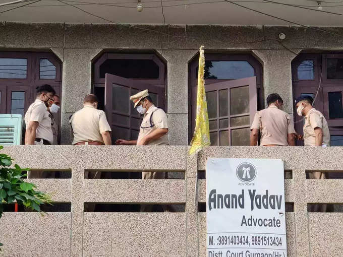 राव राय सिंह के सरेंडर करने के बाद पुलिस घटनास्थल से साक्ष्य जुटाने पहुंची थी।