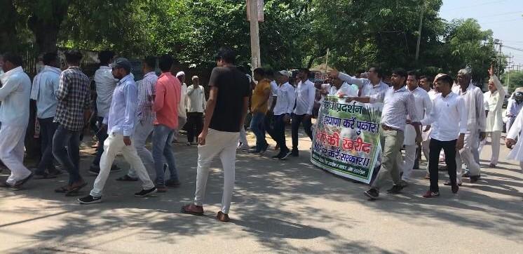 MSP पर खरीदारी की मांग करते हुए रेवाड़ी के कोसली में किसानों का प्रदर्शन, PM और कृषि मंत्री के नाम सौंपा ज्ञापन|रेवाड़ी,Rewari - Dainik Bhaskar