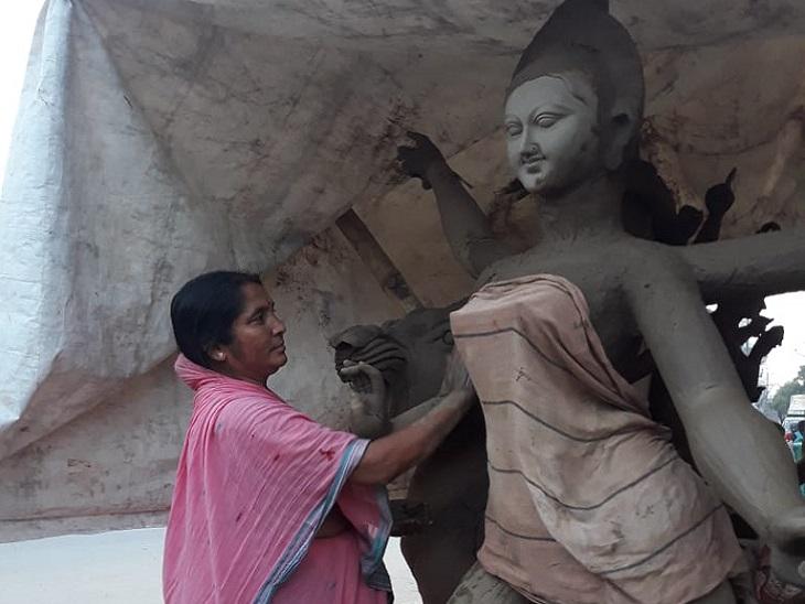 मूर्ति बनाकर 3 बेटियों की शादियां की, अब बाकी 5 बच्चों का पाल रही पेट; ससुर से सीखा था मूर्ति बनाना|बिहार,Bihar - Dainik Bhaskar