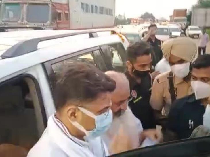 कांग्रेस नेता प्रमोद संग लखीमपुर निकले थे, मुरादाबाद पुलिस ने 4.5 घंटे हिरासत में रखा; पायलट बोले- सत्याग्रह की राह नहीं छोड़ेंगे|मुरादाबाद,Moradabad - Dainik Bhaskar